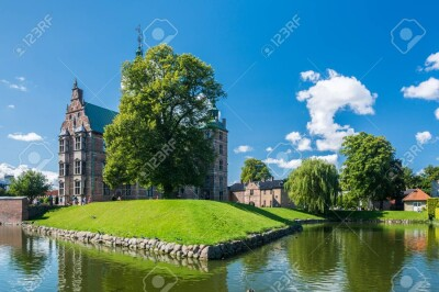 88383142-copenhagen-denmark-september-3-2017-rosenborg-castle-rosenborg-slot-is-a-renaissance-castle-located.md.jpg