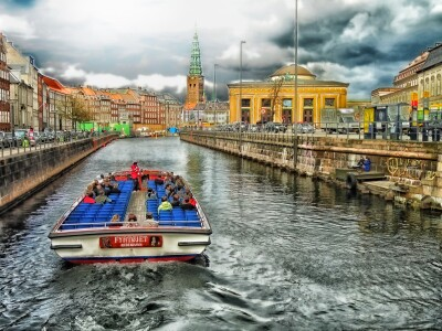 boat-going-up-the-river-in-copenhagen.md.jpg