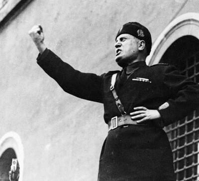 Mussolini 1935 a copy
